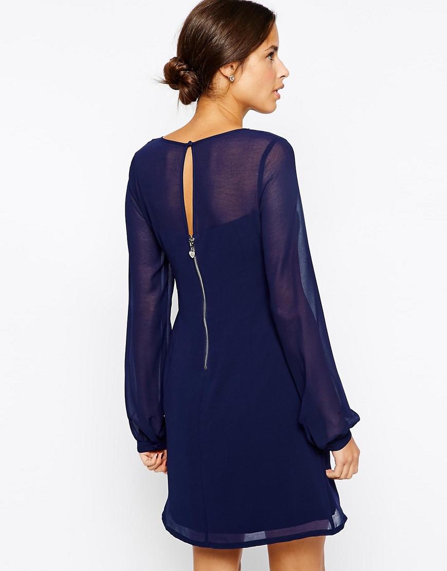 Robe droite bleu marine elle est parfaite pour toutes for Qu est ce qu une robe de trompette