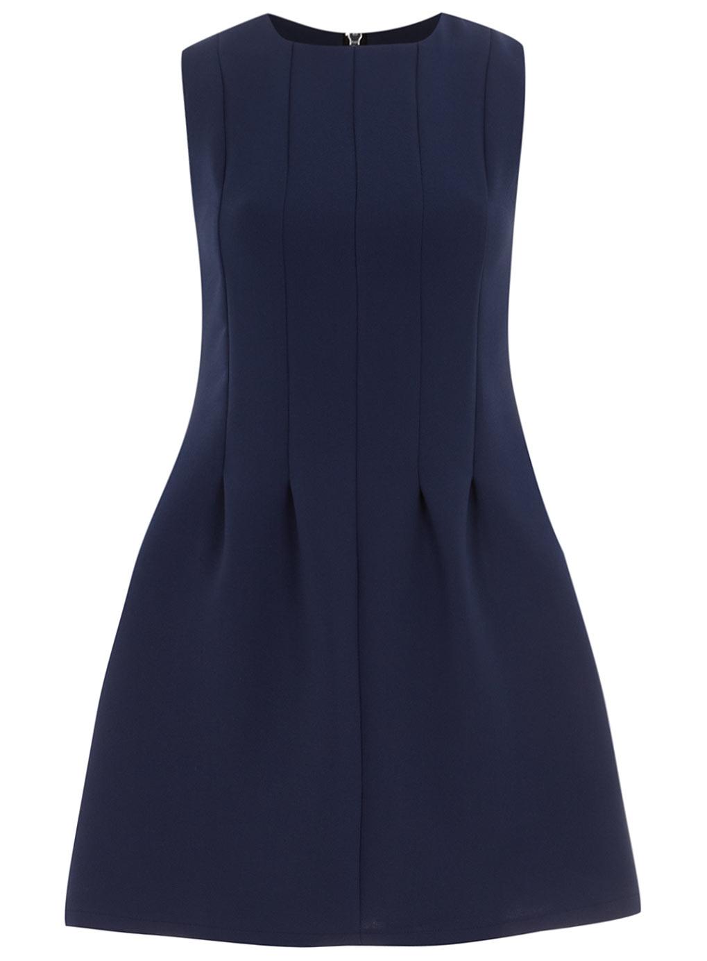 robe droite bleu marine elle est parfaite pour toutes les occasions. Black Bedroom Furniture Sets. Home Design Ideas